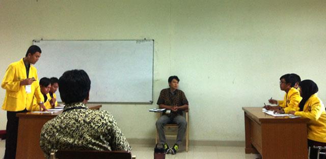 Unnes Menangi Lomba Debat Berbahasa Jawa