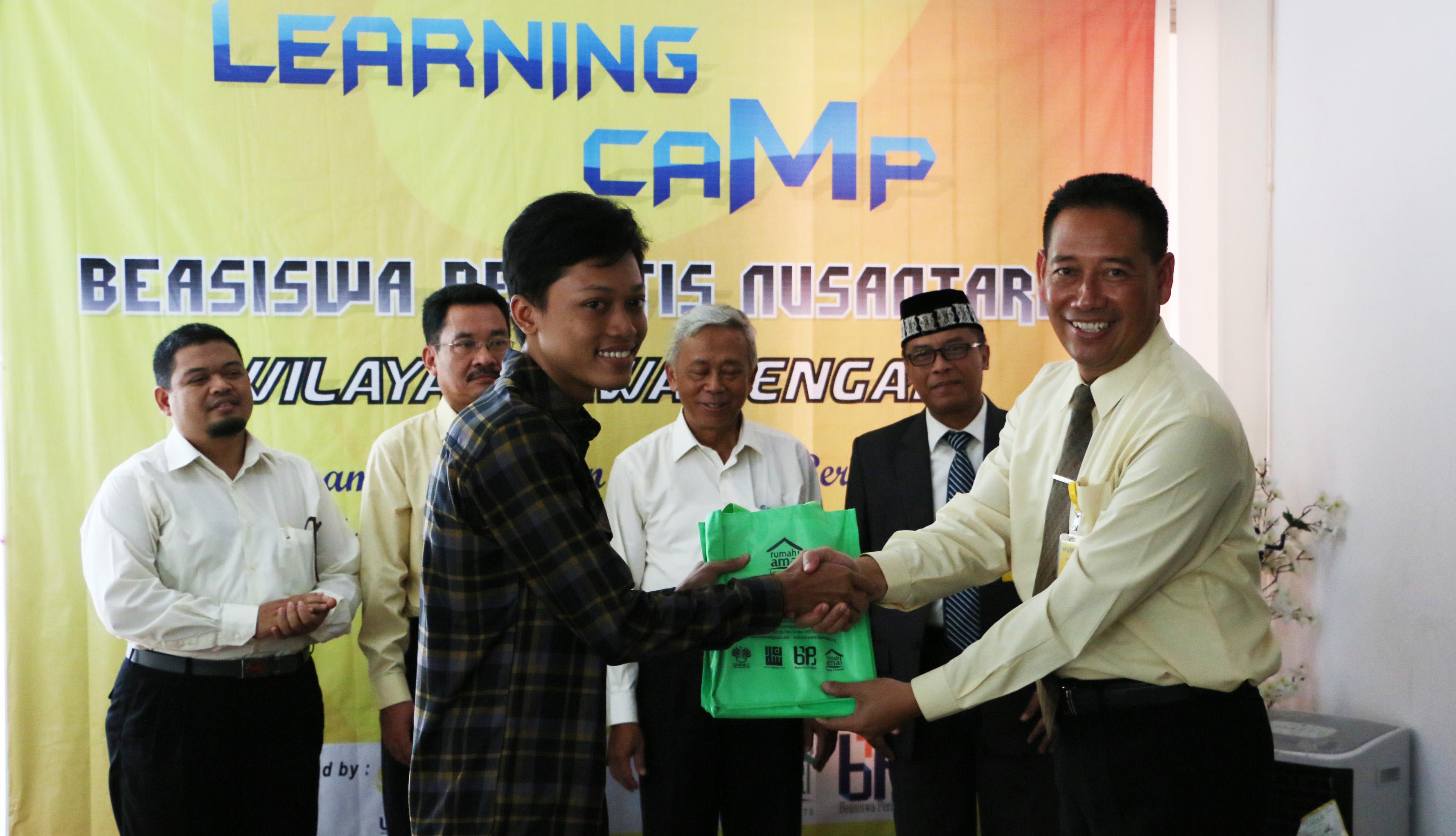 Rumah Amal Laziz Unnes Selenggarakan Learning Camp Beasiswa Perintis Nusantara