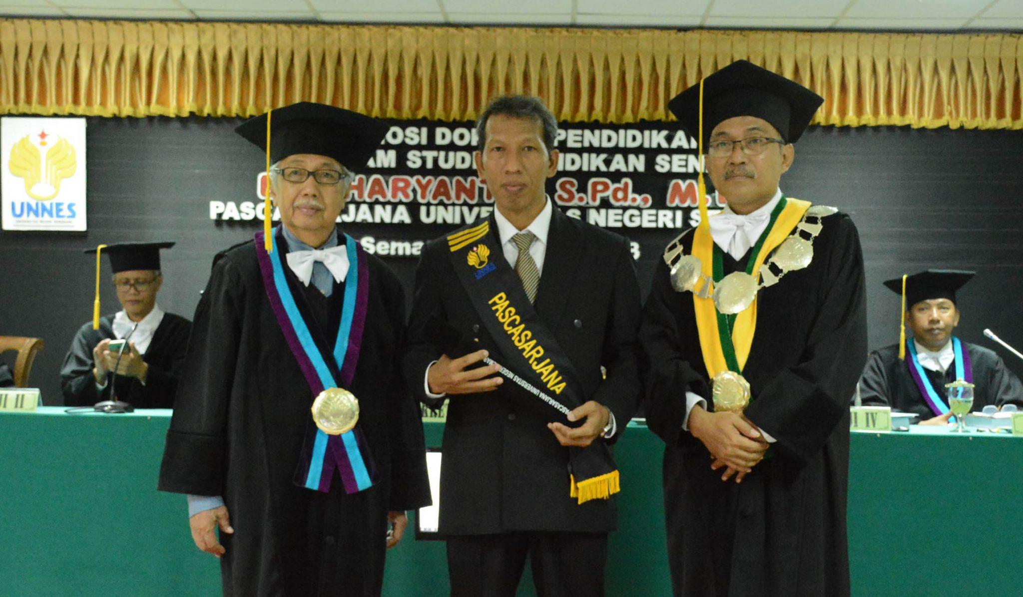 Teliti Desain Ragam Hias Mantingan, Antar Eko Haryanto Raih Doktor