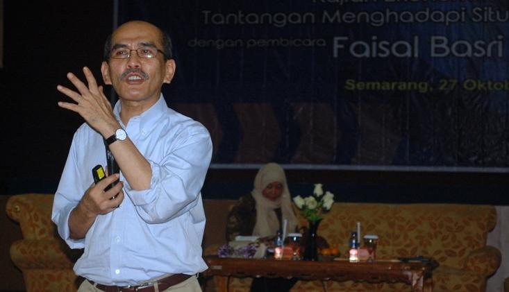Faisal Basri : Ada Masalah Fundamental Dalam Struktur Ekonomi Negara.