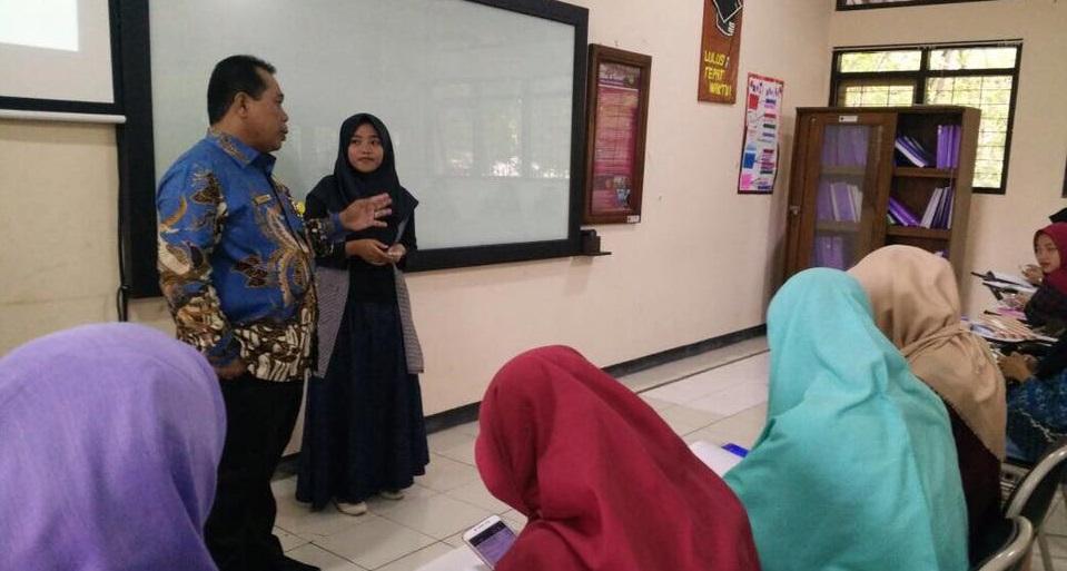 Profesor dan Doktor Diwajibkan Mengajar Mahasiswa Baru