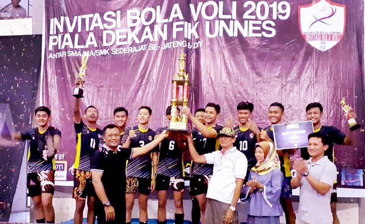 SMK Pancasila 7 Pracimantoro dan SMAN 11 Semarang Juarai  Invitasi Bola Voli FIK UNNES