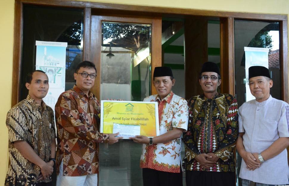 Rumah Amal Lazis UNNES Berbagi Bantuan Pembangunan Masjid