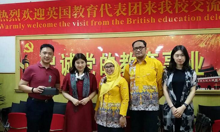 Dosen UNNES Berikan Guest Lecture di Dua Universitas Ternama di Tiongkok
