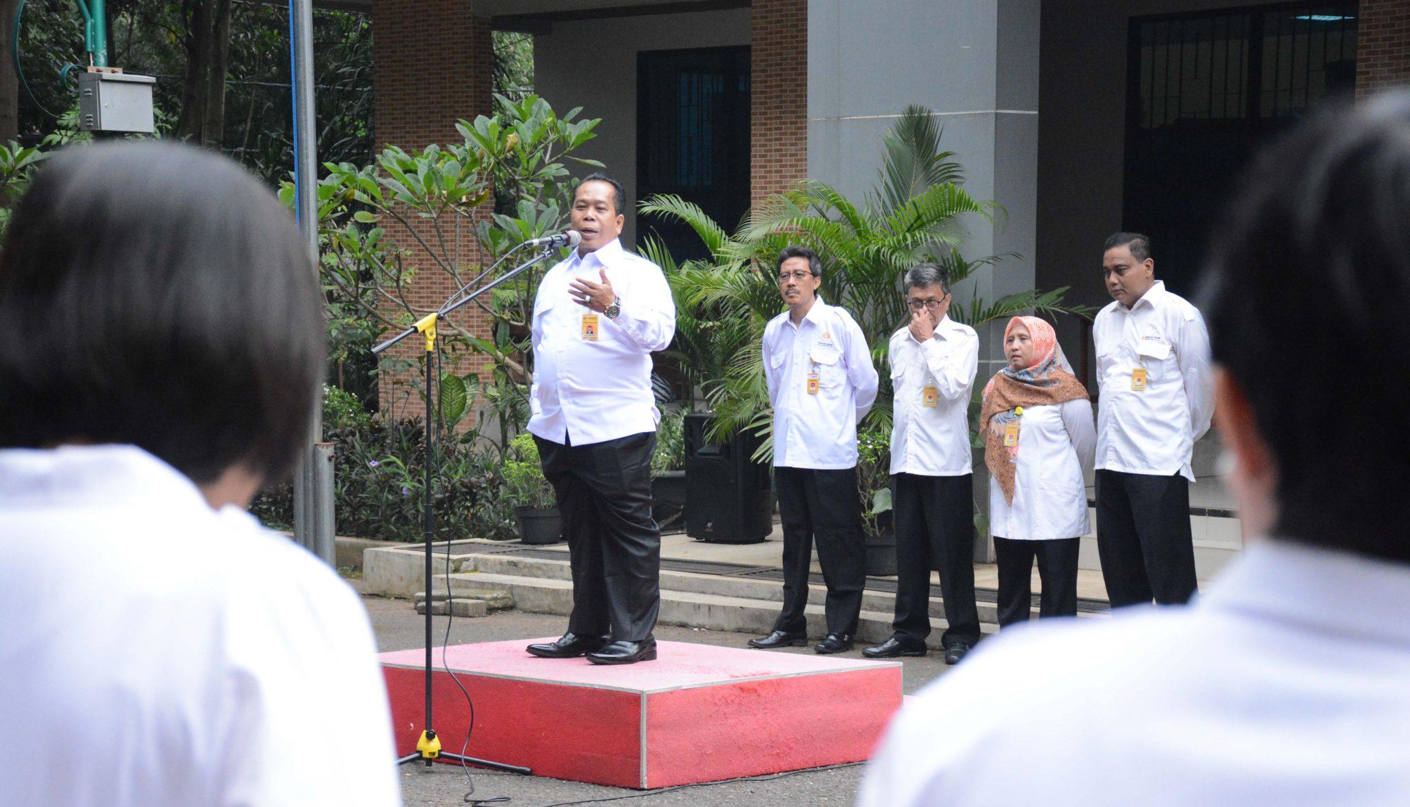 Apel Pagi, Rektor Ajak Warga FT Hindari Informasi Negatif