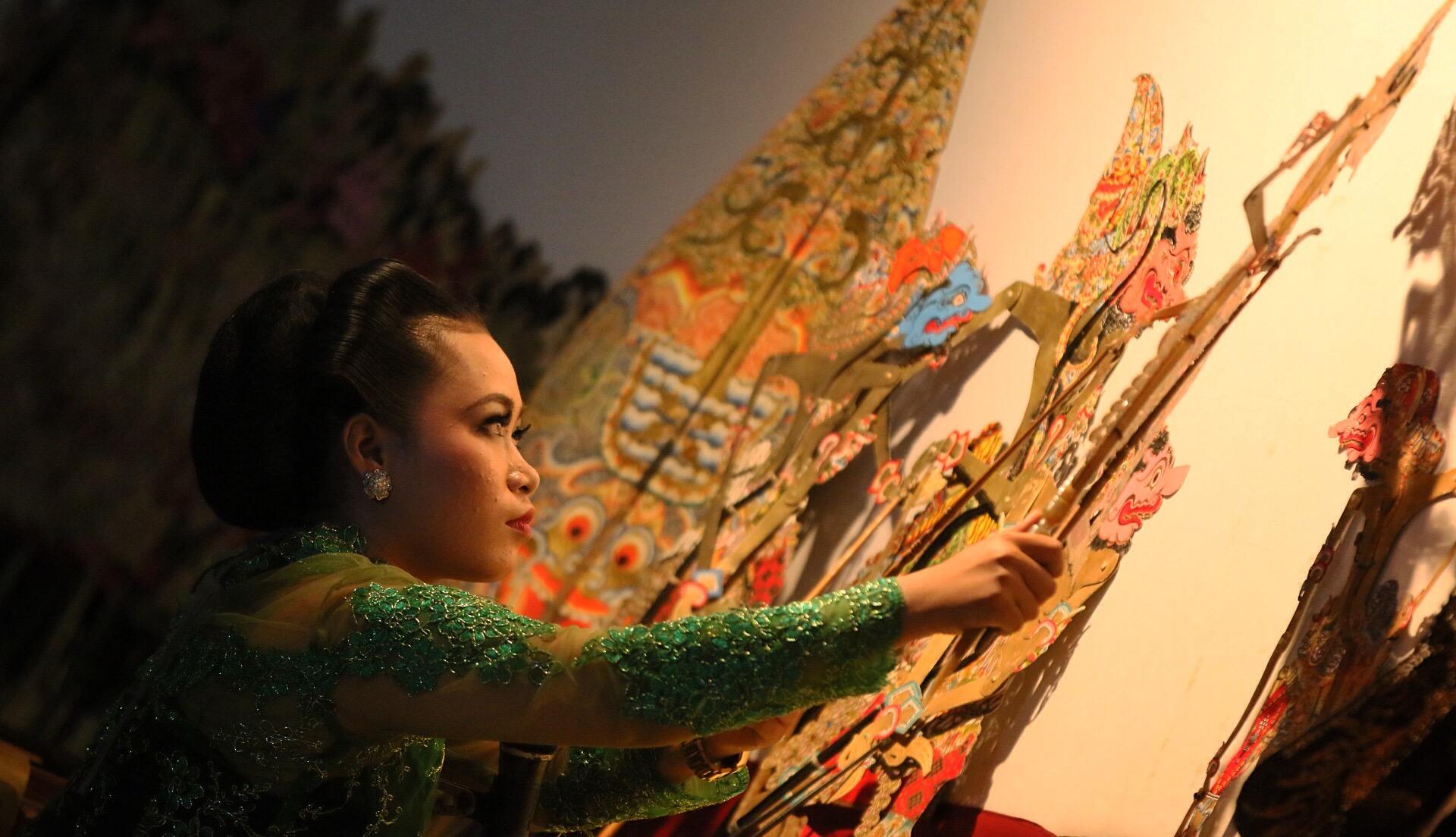 Mahasiswa Prodi Sastra Jawa Unnes Jadi Dalang di Museum Ronggowarsito