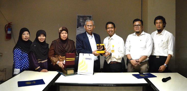 Prasert Mussairi Presiden Santichon Islamic School Thailand Kunjungi UNNES