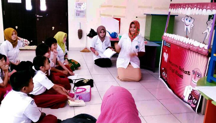 Siswa-Siswi Labschool UNNES Dilatih Jadi Dokter Gigi Kecil