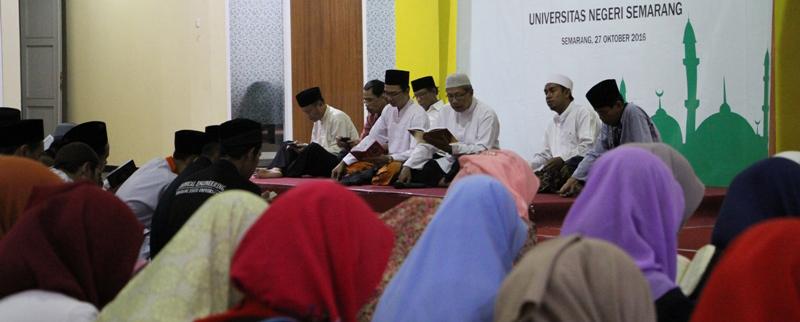 UNNES Menggelar Khotmil Quran Bersama Yatim Piatu