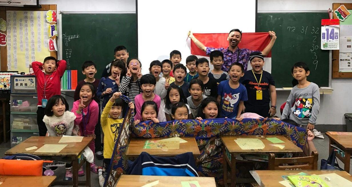 Magang di Taiwan, Mahasiswa UNNES Ajarkan Musik Angklung