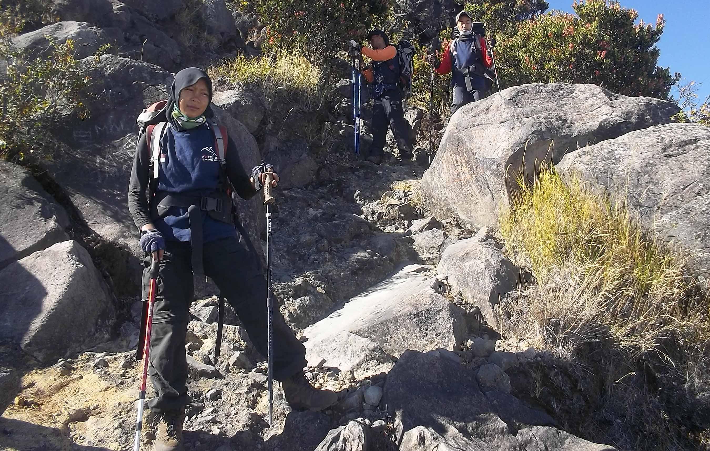 Tim Ekspedisi Mahapala  Berlatih di Gunung Sumbing