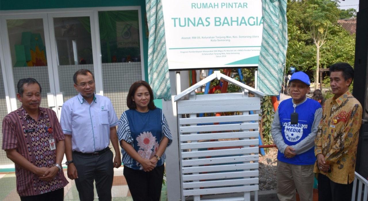 UNNES, SKK Migas dan Petronas Berdayakan Warga Tanjung Mas