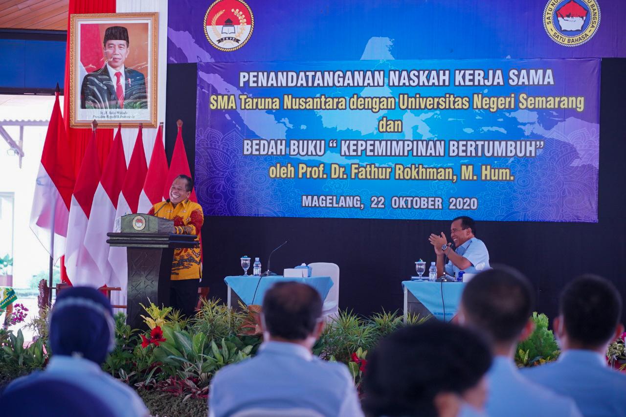 Menjadi Nara Sumber Di SMA Taruna Nusantara, Prof Fathur Sampaikan Kunci Sukses Kepemimpinan Bertumbuh.
