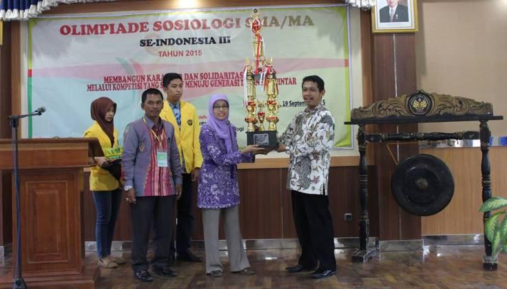 Olimpiade Sosiologi se-Indonesia, SMA N 1 Comal Raih Piala Rektor