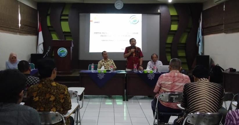 Bekerja Sama dengan PDAM, Pusat Karier UNNES Latih Communication Skill