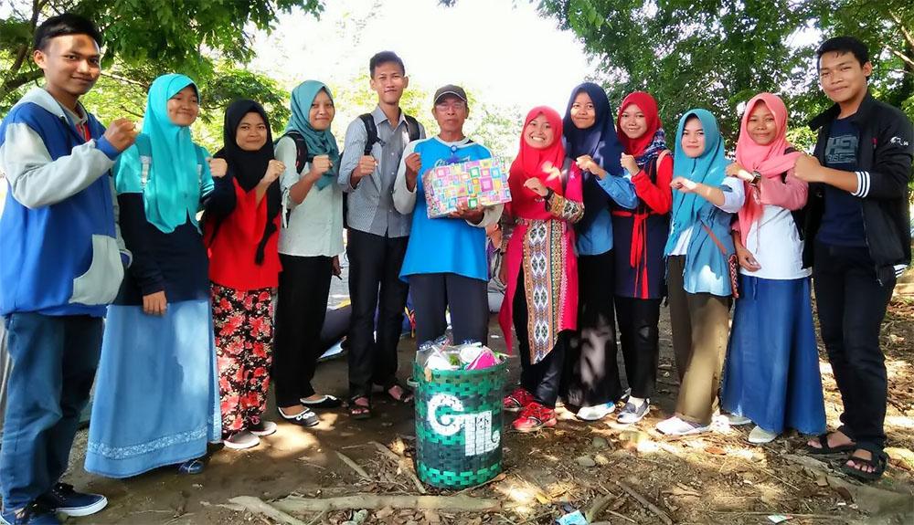 Korps Mahasiswa Bela Negara FIS Bakti Sosial di Kampung Maerakaca