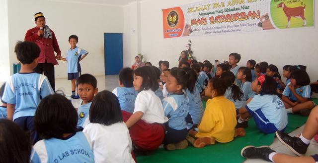 Siswa Lab School Unnes Kurban 12 Kambing