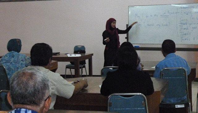 UPT Perpustakaan Gelar Pelatihan Bahasa Inggris