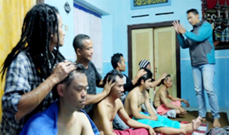 Tingkatkan Kesejahteraan Masyarakat, Mahasiswa Unnes Latih Pijat Modern Tradisional