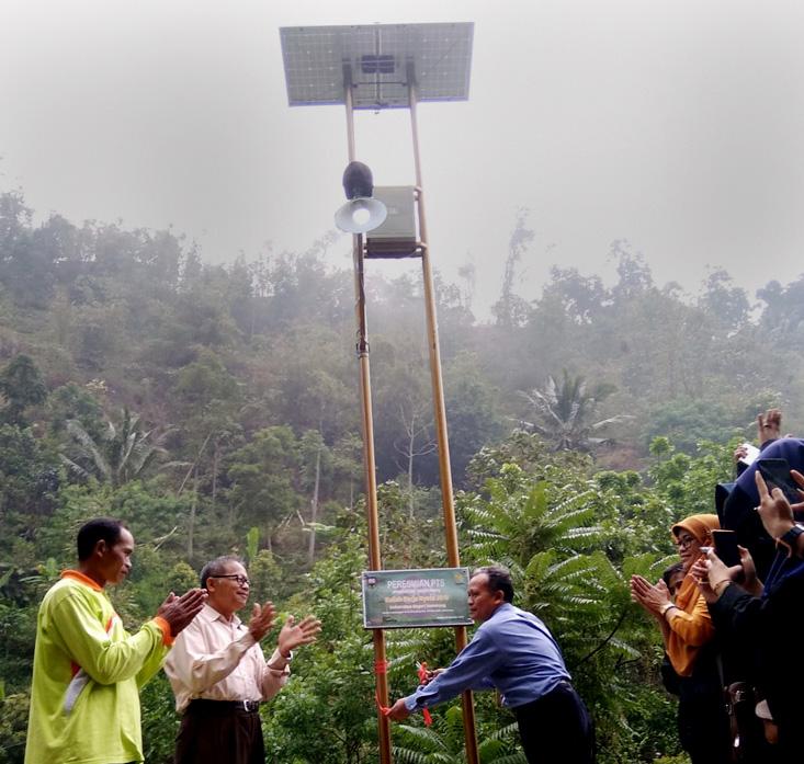 Maksimalkan Desa Wisata, Mahasiswa KKN UNNES Dirikan Penerangan Tenaga Surya