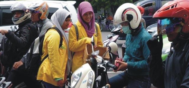 Mahasiswa pun Turun Jalan Peduli Bencana