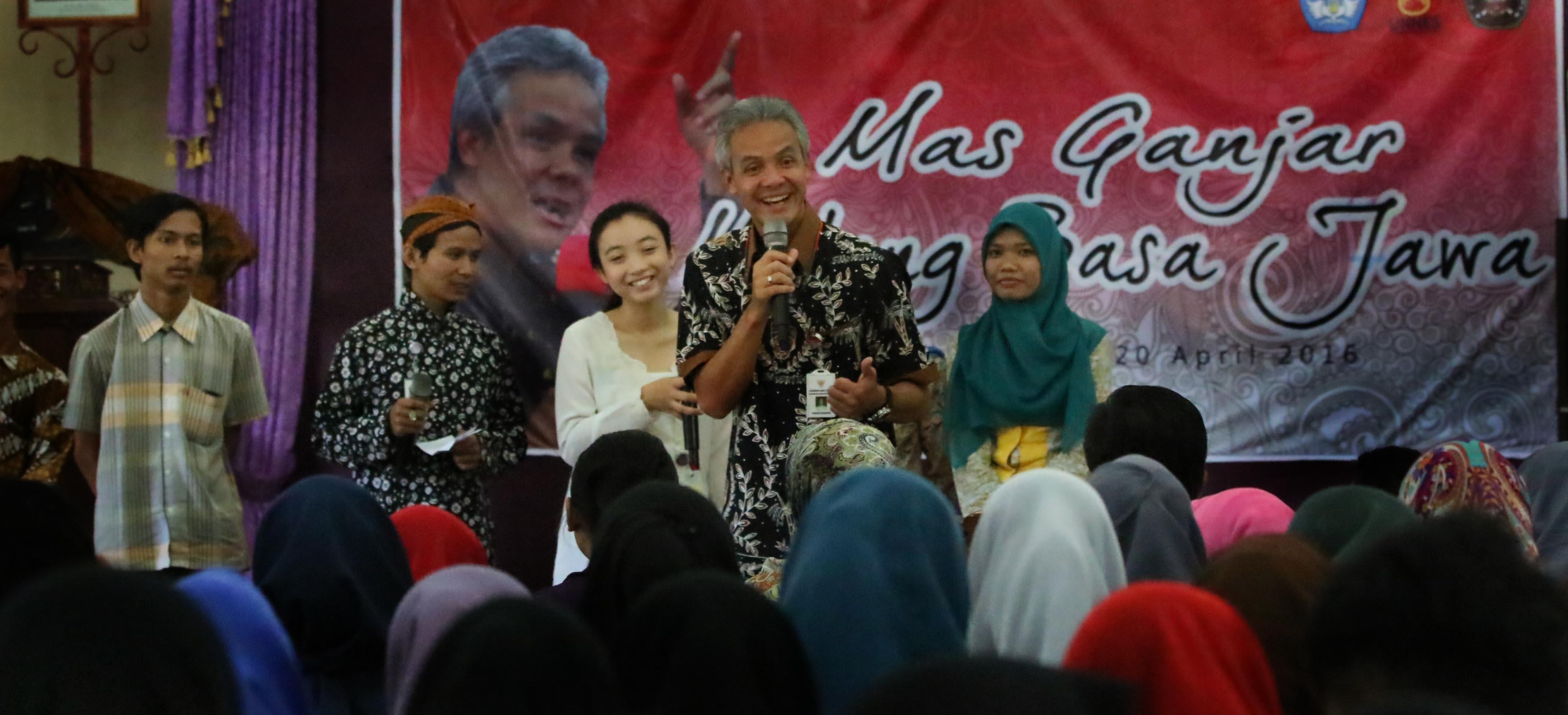 Ganjar: Aja Mung Nyalahke, Basa Jawa Bisa Lestari