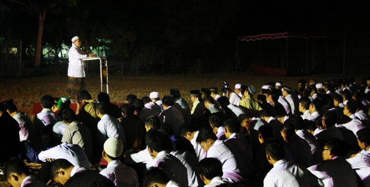 Sholat Subuh Berjamaah dan Dzikir, Awali PPAK UNNES 2017
