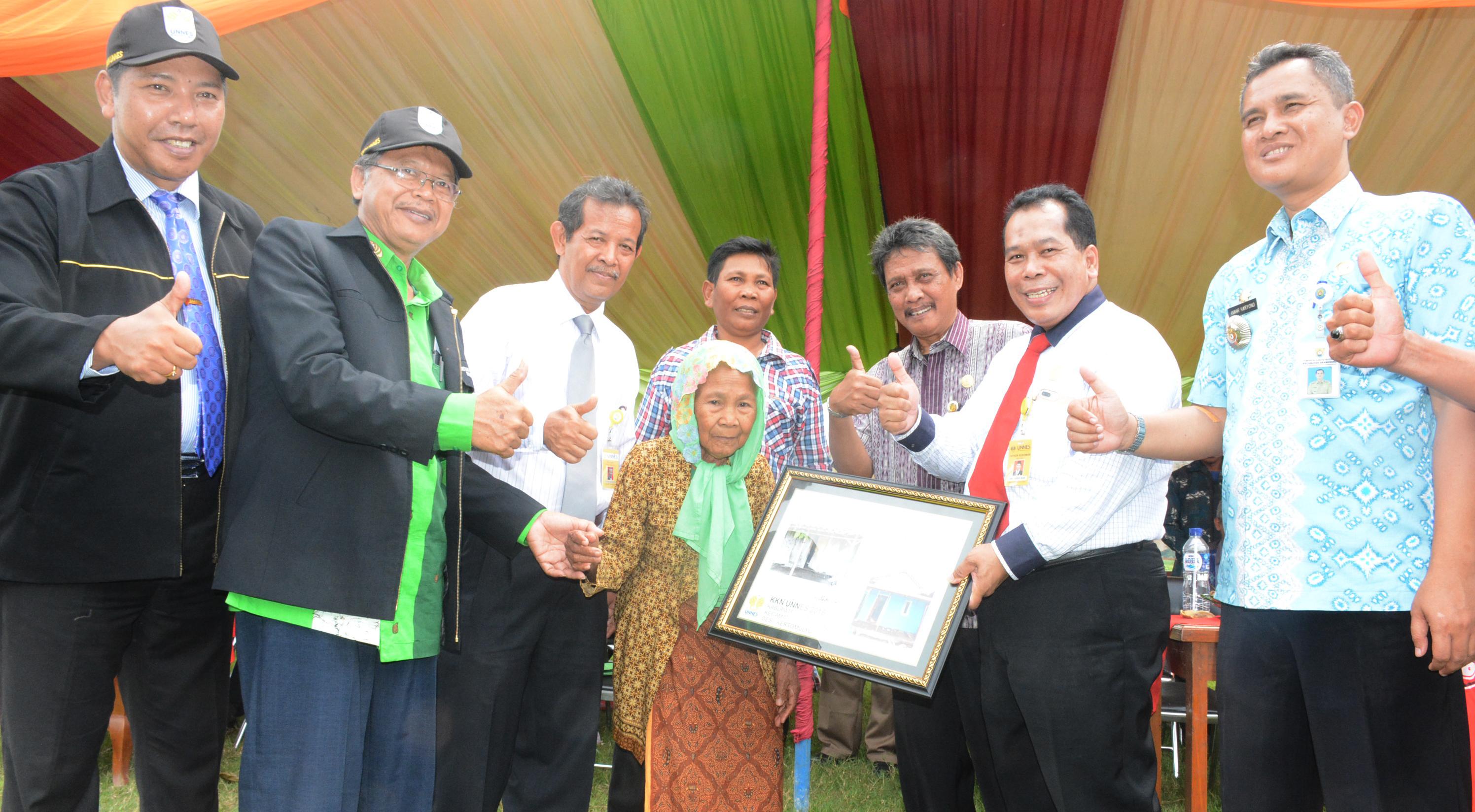 UNNES Lakukan 2 Bedah Rumah Di Kabupaten Kendal