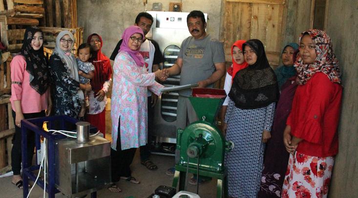 Desa Kalipakis Dapatkan Bantuan Mesin dari LP2M UNNES
