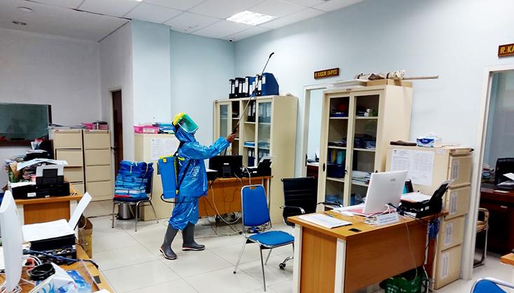 Antisipasi Penyebaran Virus Corona, UNNES  Lakukan Penyemprotan Gedung