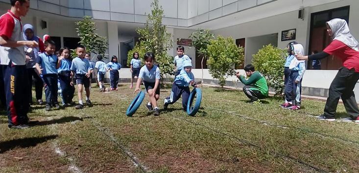 Rayakan Hari Anak Nasional, Siswa SD Labschool UNNES Ikuti Lomba Olahraga dan Permainan Tradisional