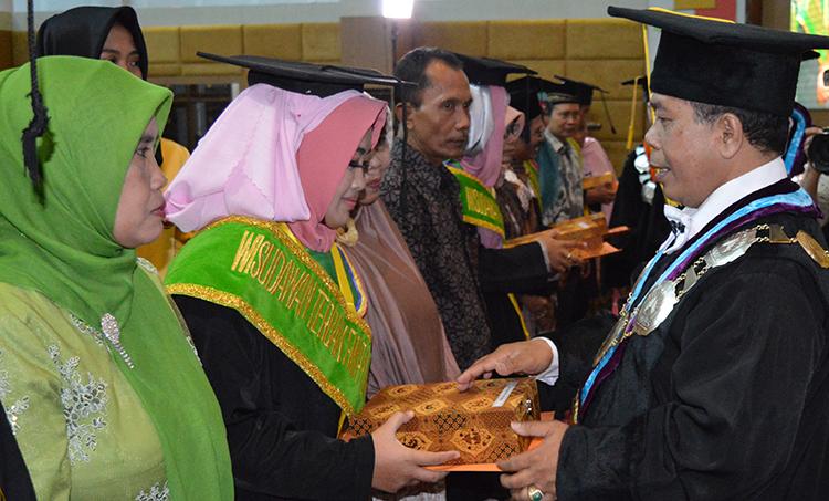 Mewisuda 1.501 Mahasiswa, Rektor Tegaskan Prinsip UNNES Sebagai Rumah Ilmu